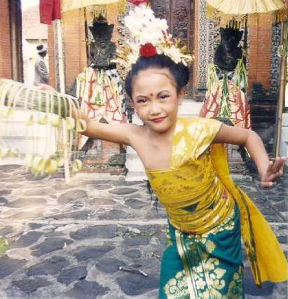 Pendet Traditional Dance from Bali 3